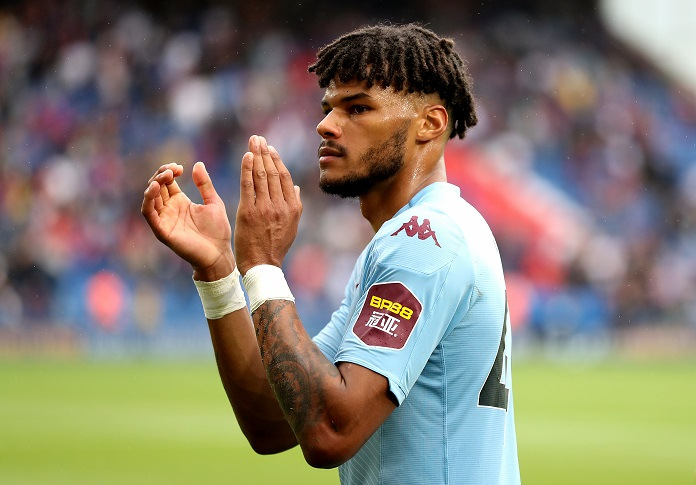 Tyrone Mings defensa revelación del Aston Villa