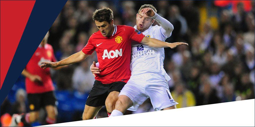Owen con la camiseta del United. Jugadores fuera de lugar